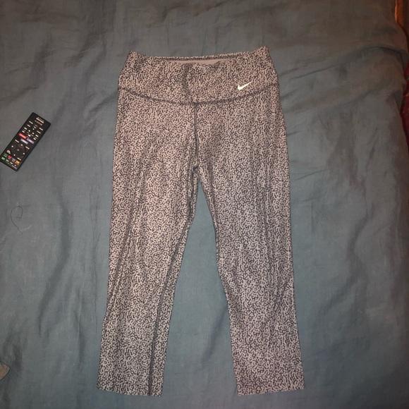 Nike Pants - Nike dry-fit crop leggings